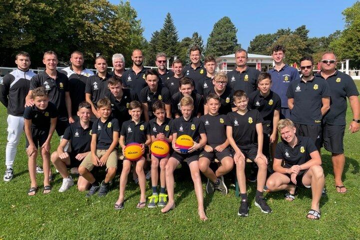 Die Zweitliga-Mannschaft der Männer und die U-14-Nachwuchs-Wasserballer vertraten den SV Zwickau 04 am Wochenende traditionell beim internationalen Turnier im Wiener Kongressbad.