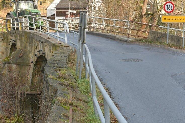 An der alten Brücke über die Bobritzsch in Krummenhennersdorf geht es eng zu. Der geplante Neubau soll breiter werden.