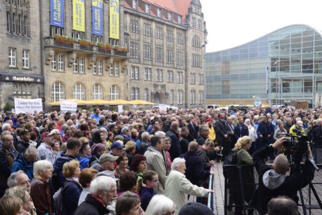 Chemnitzer auf dem Marktplatz bei der Kundgebung der Chemnitzer Evangelisch-Lutherischen Kirchen...