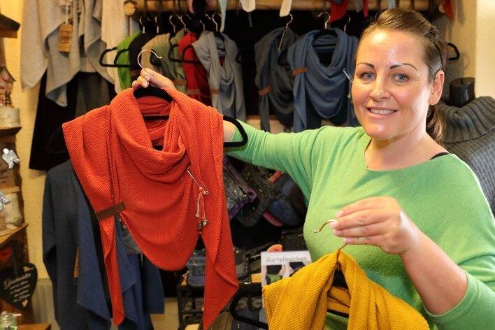 Wie wär's mit ein wenig neuer Garderobe? Anja Elster hatte die Türen ihres Geschäfts in Schwarzenberg am Mittwoch weit geöffnet.