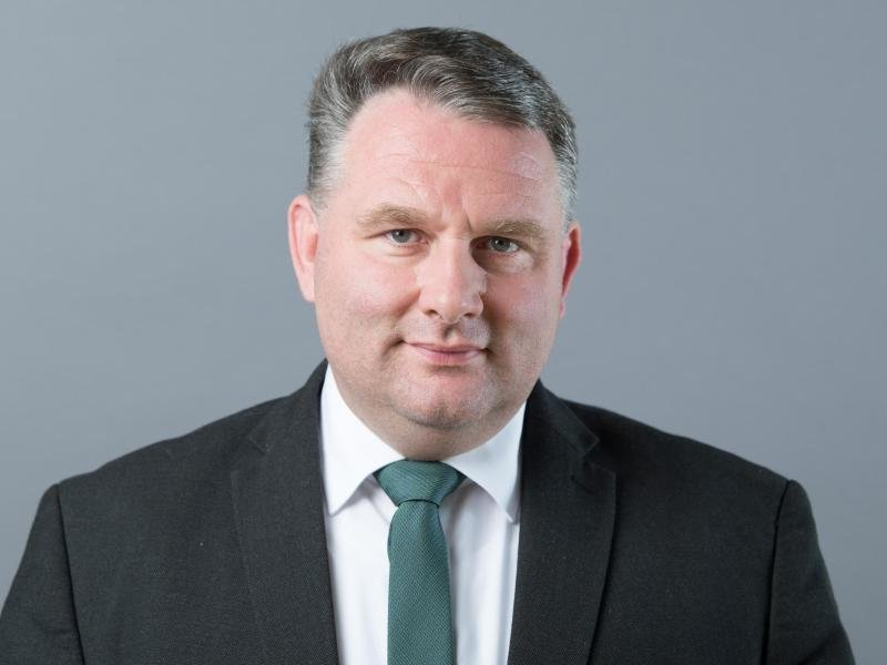 Christian Hartmann (CDU)blickt in die Kamera.