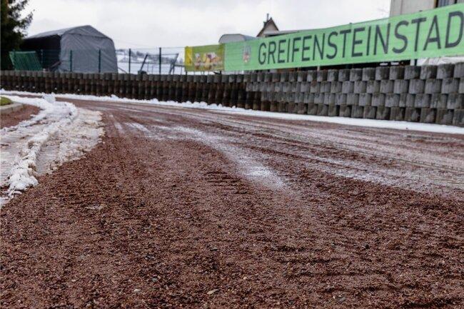 Die Laufbahn im Ehrenfriedersdorfer Stadion soll erneuert werden. Die Stadt hofft auf eine 90-prozentige Förderung.