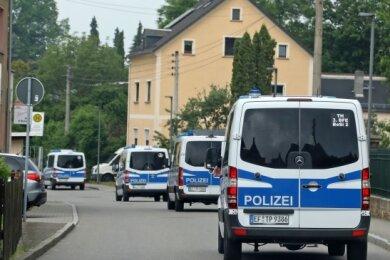 Am frühen Morgen des 7. Juni war die Polizei in Bräunsdorf angerückt und hatte eine Razzia durchgeführt.