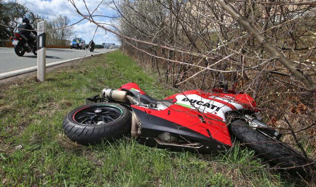 Das Motorrad des verletzten Fahrers.