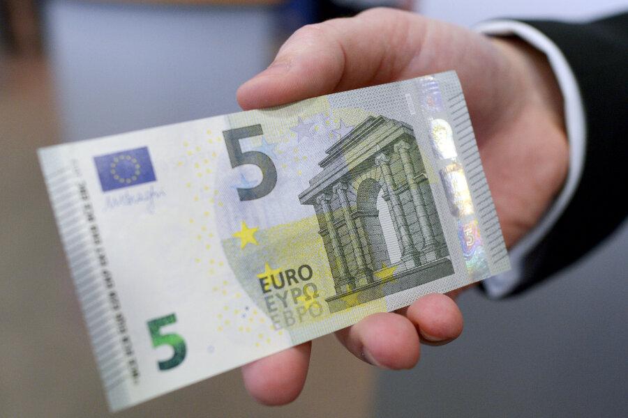 Banken schränken Ausgabe von Fünfer-Scheinen an Automaten ein