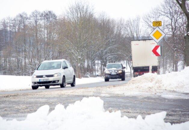 Gut beräumt war die B 173 am Ortsausgang Flöha in Richtung Falkenau. Elf Winterdienstfahrzeuge waren unterwegs.