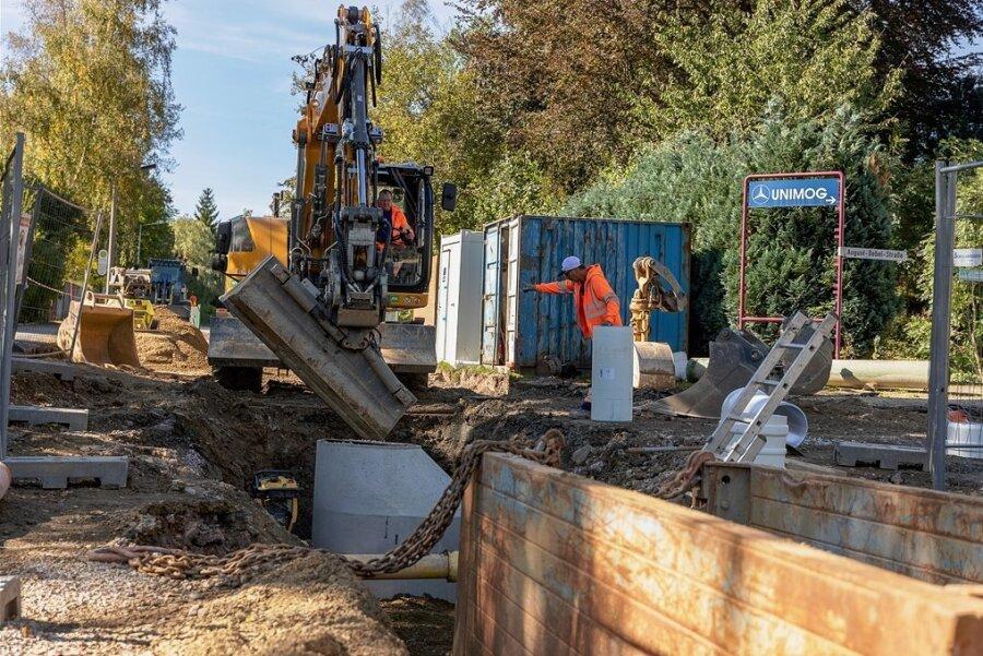 Die Arbeiten im Kreuzungsbereich von August-Bebel-Straße und Straße der Jugend in Rodewisch sind der erste Bauabschnitt beim für nächsten Jahr geplanten Ausbau der Bebelstraße.