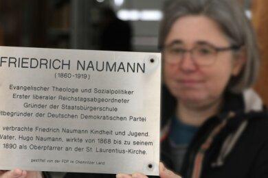 Die umstrittene Tafel von Friedrich Naumann liegt derzeit bei Anne-Sophie Berner im Depot des Stadtmuseums.