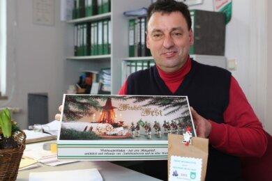 """Ein Weihnachtswichtel aus Tellerhäuser wollte Knut Scheiter mit einem Dankeschön-Stollen der """"Freien Presse"""" überraschen. Der ehemalige Ortsvorsteher sorgt im Dorf immer wieder für Zuversicht."""