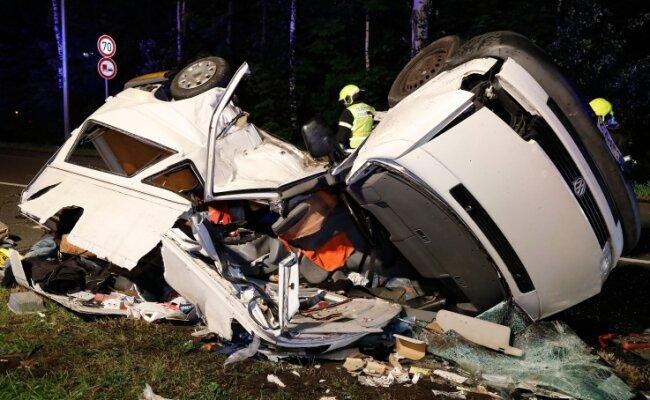 In diesem Transporter starb vor einem Jahr ein 54-Jähriger. Jetzt muss der Fahrer, der den Unfall verursachte, ins Gefängnis.