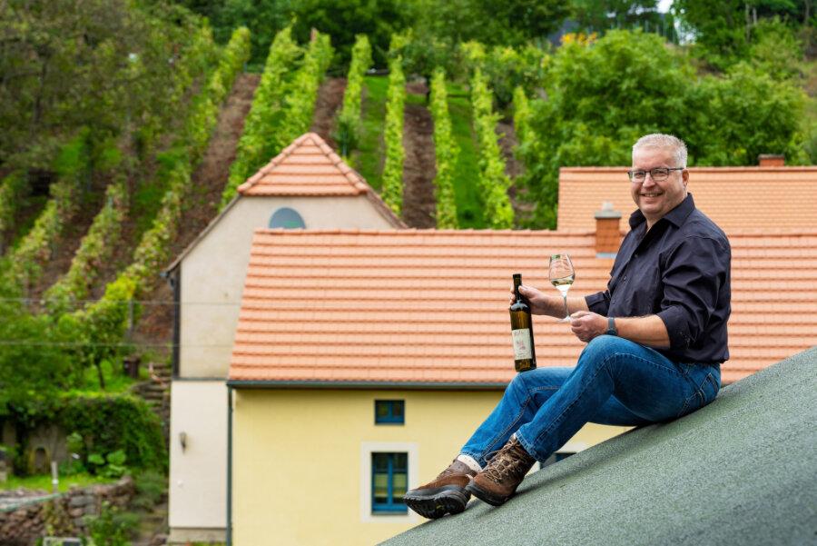 Mal was anderes - Wein auf dem Dach. Das alte Winzerhaus hat Steffen Rößler mit seiner Frau saniert. Der 49-Jährige hat in einem fränkischen Weingut gearbeitet und kehrte dann als Verantwortlicher für die Weinproduktion der Hoflößnitz nach Radebeul zurück. 2011 gründete er den Winzerhof Rößler.