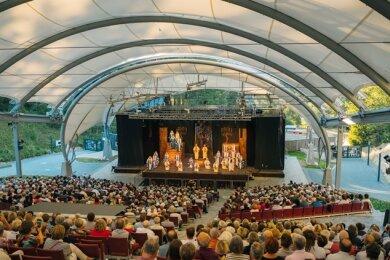 Volle Reihen, wie bei eine Aufführung der Verdi-Oper Nabucco im Naturtheater Bad Elster im Jahr 2019, wird es dieses Jahr nicht geben. Die Saison wird aufgrund der Pandemie verschoben.