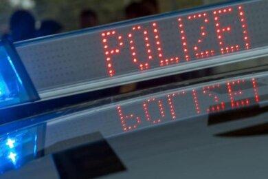 Im Plauener Stadtteil Schlossberg haben sich am Donnerstag zwei Verkehrsunfälle ereignet, bei denen eine Frau leicht verletzt wurde und insgesamt über 30.000 Euro Sachschaden entstand.