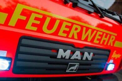 In Plauen brach in der Nach zum Montag an mehreren Stellen Feuer aus. Dabei wurden unter anderem eine Straßenlaterne und ein Baugerüst beschädigt.