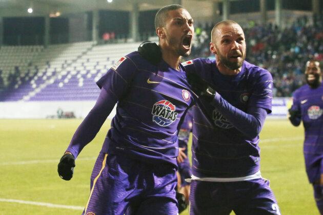 Malcolm Cacutalua jubelt mit Christian Tiffert über seinen Treffer zum 2:0 für die Veilchen.
