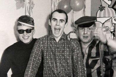 Joachim Krause (links) mit Gerhard Zachar (Mitte), der später in der Gruppe Lift spielte, und Bandkollege Jochen Schmeißer.