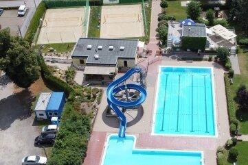 Neben den drei Becken sind die Volleyballfelder die Attraktion.