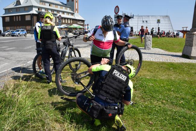 Fahrradkontrolle auf dem Fichtelberg.