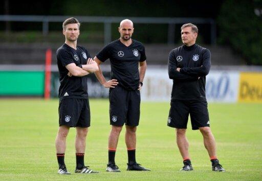 Daniel Niedzkowski (l.) beerbt Frank Wormuth beim DFB