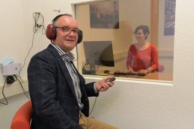 In der arbeitsmedizinischen Praxis werden auch Hörtests durchgeführt. Initiiert hat diese der Auer Unternehmer Stefan Gnichtel (Foto) über eine Gesellschaft. In der Praxis arbeitet Fachärztin Claudia Geppert.