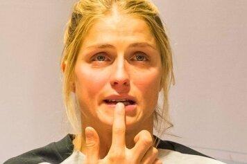 Theresa Johaug aufgelöst auf der Pressekonferenz des Skiverbandes.