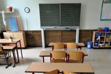 Länger als zunächst geplant bleiben auch an den Schulen in Chemnitz die Klassenzimmer geschlossen. Bei Eltern und Lehrern wächst die Sorge um einen erfolgreichen Abschluss des Schuljahrs.