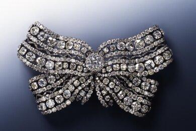Gestohlen: Große Brustschleife der Königin Amalie Auguste.