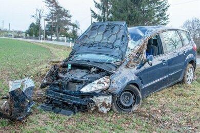 Die 28-jährige Fahrerin eines Fords ist am Dienstnachmittag bei einem Unfall in Glauchau schwer verletzt worden.