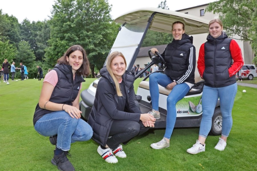 Ema Hrvatin, Chantal Wick, Nele Kurzke und Anna Frankova (von links) sind die neuen Gesichter beim BSV Sachsen Zwickau, der am Donnerstagabend zur Teampräsentation auf den Golfplatz eingeladen hatte.