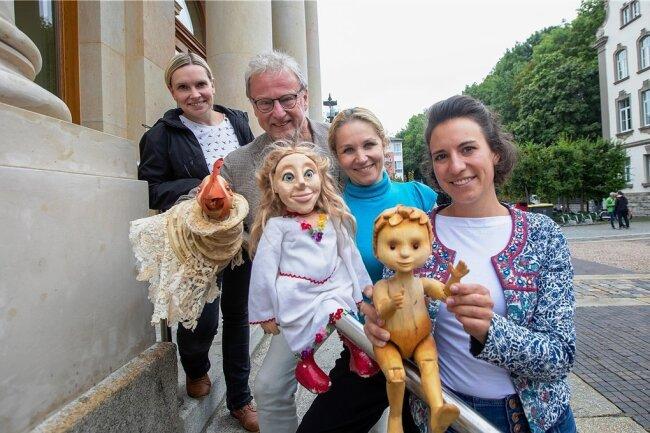 Haben das Puppentheater-Spektakel mitorganisiert: Anja Heintschel von der städtischen Kultur Z GmbH, Geschäftsführer Jürgen Flemming, Direktorin Monika Gerboc und Dramaturgin Dominique Suhr (von links).
