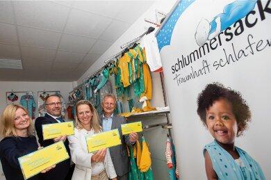 Nachwuchs ist ihnen willkommen: Sophie Gürtler, Geschäftsführerin des Stadtmarketing-Vereins, OB Steffen Zenner, Schlummersack-Produzentin Karina Grassy und Stadtmarketingchef Peter Kober (von links).