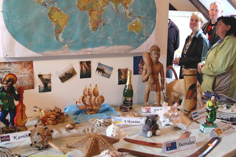 """<p class=""""artikelinhalt"""">Einem Ethno-Kabinett gleicht derzeit die Heimatstube Tirpersdorf: Einwohner der Ortes stellen dort aus, was sie sich von ihren Reisen in alle Welt mitgebracht haben.</p>"""