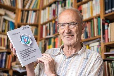 Der Erlauer Christoph Körner hat seine Biografie geschrieben. Er wurdegeboren, als die Nazis an der Macht waren. Später lebte er in der DDR. Nach dem Zusammenbruch des Systems fand er heraus, dass seine Akte bei der Stasi mehr als 3000 Seiten umfasste.