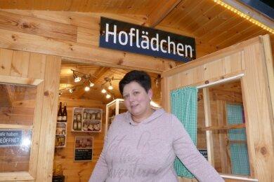 Eileen Stephan vor ihrem Hoflädchen in Schönheide. Sie wollte eigentlich einen Weihnachtsmarkt in Privatinitiative gemeinsam mit Freunden auf dem Schönheider Sportplatz organisieren.