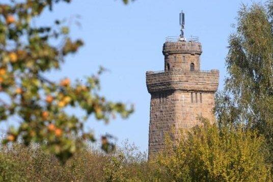 Unbekannte haben den Glauchauer Bismarckturm zwischen Dienstag und Mittwochvormittag beschmiert.