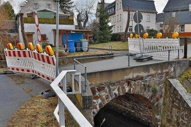 Die kleine Brücke zwischen Uferweg und Hofer Straße in Oberlungwitz sorgt für Diskussionen.