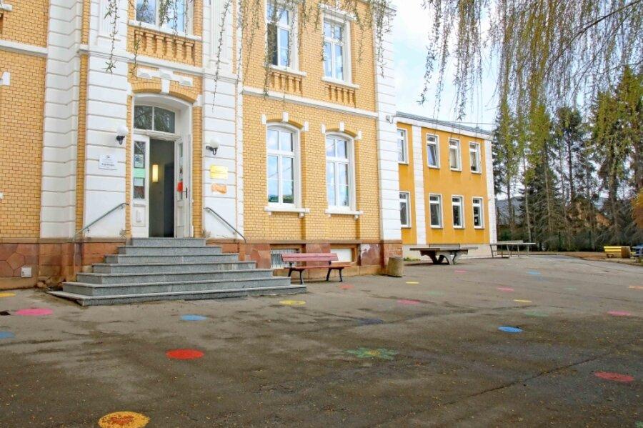 Für rund 250.000 Euro soll der aus den 1980er-Jahren stammende Außenbereich der Grundschule in Blankenhain erneuert werden. Die Zusage für die Fördermittel steht jedoch noch aus.