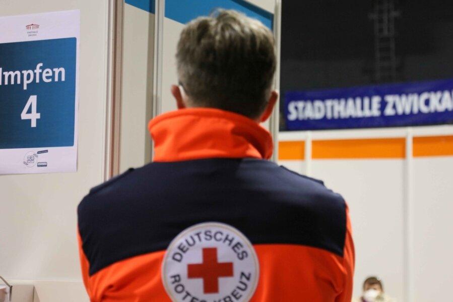 Ob Minderjährige in der Stadthalle geimpft werden, hängt offenbar davon ab, wer gerade Dienst hat.
