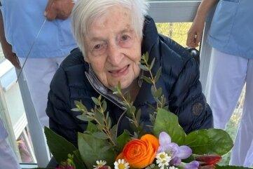 """Ursula Jander feierte ihren 103. Geburtstag im Heim """"Zwirnereigrund"""" in Mittweida."""