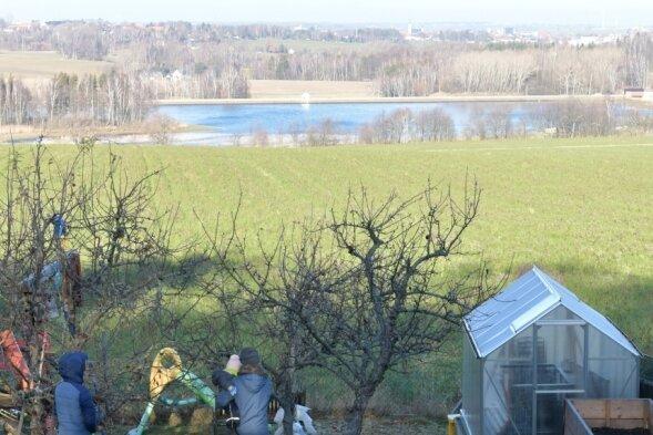 Der Blick vom Kempenberg in Richtung Hüttenteich. Entlang des Hüttenteichdammes ist derzeit ein Rad- und Wanderweg im Gespräch.