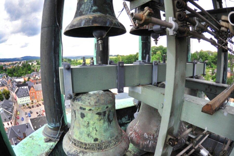 Auf dem Turm der St. Johanniskirche in Lößnitz befindet sich eines der ältesten und noch funktionsfähigen Bronze-Glockenspiele in Deutschland.