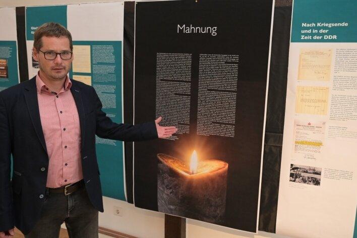 Lößnitz' Bürgermeister Alexander Troll stellte die Tafeln vor.