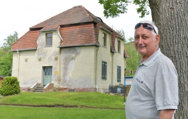 Rolf Gneiser am Wächterhaus in der Gartenanlage Bergmannsgruß in Freiberg.