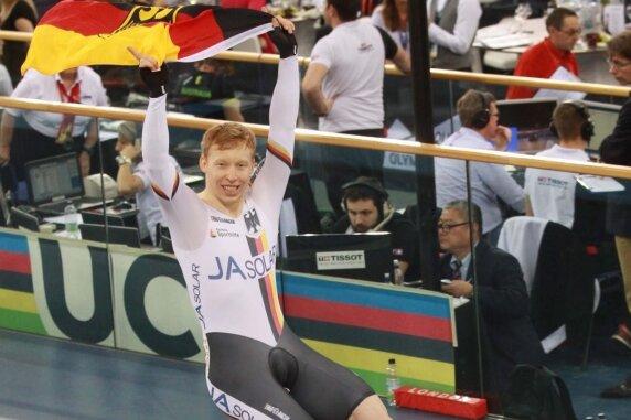 Kristina Vogel - Joachim Eilers nach seinem zweiten Triumph auf der Ehrenrunde.