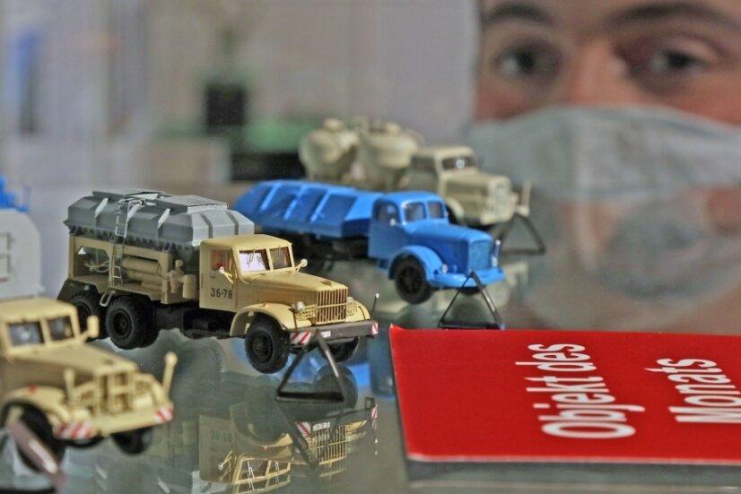 Das mittlere Modellauto - ein KrAZ-Lkw zum Transport von flüssigem Sprengstoff - ist das Objekt des Monats in den Priesterhäusern. Solche Fahrzeuge waren bei der Wismut im Einsatz.