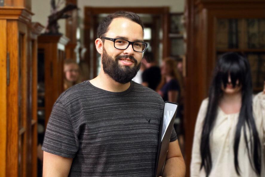 """David Brückner durfte 2019 im Waldenburger Naturalienkabinett Szenen für seinen Horrorfilm """"Rapunzels Fluch"""" drehen."""