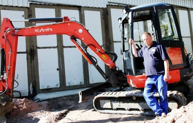Rico Zeeh lenkt eine fünfköpfige Baufirma in Bockau. Die Corona-Krise hat das Unternehmen bisher gut bewältigt.