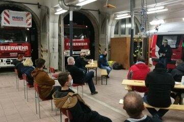 Auswertung des Einsatzes im Feuerwehrgerätehaus.
