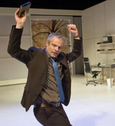 Nathan tanzt. Björn-Ole Blunck zeigte Lessings reichen Juden als ebenso flotten wie gestressten Geschäftsmann heutiger Tage.