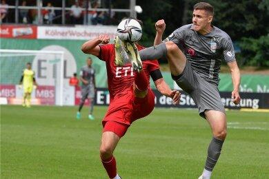 Gegen Viktoria Köln gelang Marius Hauptmann (rechts/hier im Fußduell mit Maximilian Rossmann) sein bisher einziger Saisontreffer.